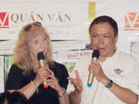 Ba dam Y dat chan vao van dan Viet - Anh 1