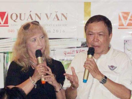 Ba dam Y dat chan vao van dan Viet - Anh 2