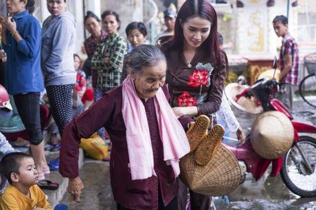 Phan Thi Mo trao 500 suat qua cho nguoi ngheo nhan mua Trung Thu - Anh 4