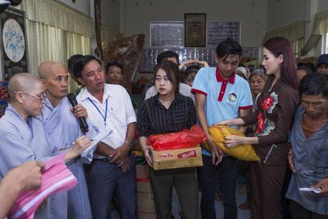 Phan Thi Mo trao 500 suat qua cho nguoi ngheo nhan mua Trung Thu - Anh 5
