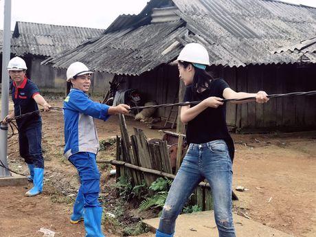 Hinh anh moi nhat cua Hoa hau My Linh o ban Cu Vai - Anh 2