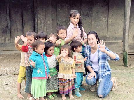 Hinh anh moi nhat cua Hoa hau My Linh o ban Cu Vai - Anh 3