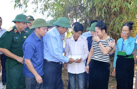 Pho Thu tuong Thuong truc kiem tra va chi dao khac hau qua mua lu o Yen Bai - Anh 2