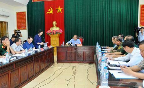 Pho Thu tuong Thuong truc kiem tra va chi dao khac hau qua mua lu o Yen Bai - Anh 4