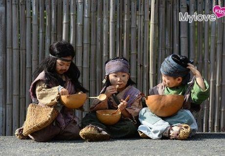 Nhin bo ba Daehan - Minguk - Manse lich lam nhu the nay, co ai con nho ba nhoc 'cameo an xin' nam ay - Anh 10