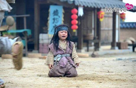 Nhin bo ba Daehan - Minguk - Manse lich lam nhu the nay, co ai con nho ba nhoc 'cameo an xin' nam ay - Anh 11