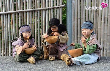 Nhin bo ba Daehan - Minguk - Manse lich lam nhu the nay, co ai con nho ba nhoc 'cameo an xin' nam ay - Anh 9