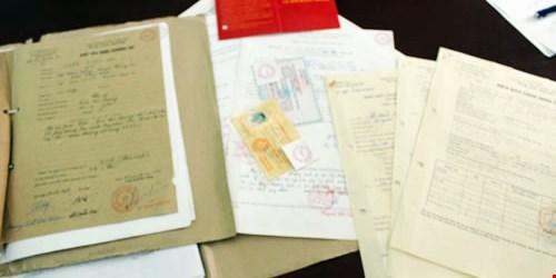 Kết quả hình ảnh cho cán bộ điện lực làm giả giấy tờ cơ quan nhà nước