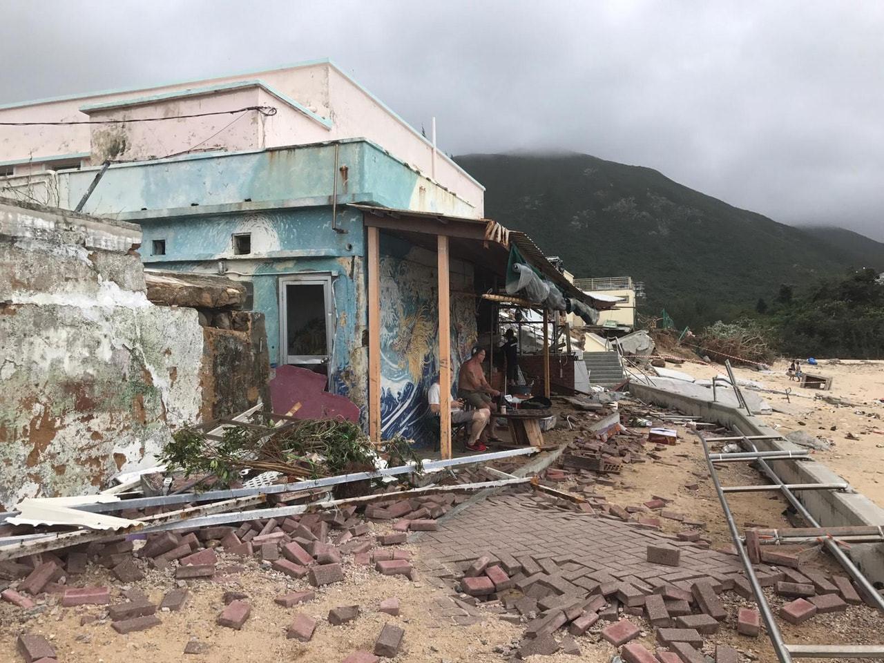 Điểm quay phim của Châu Tinh Trì và TVB bị bão Mangkhut đánh sập Ảnh 3
