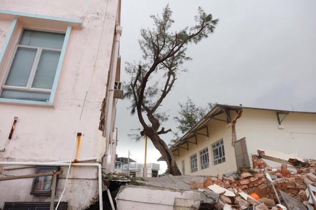 Điểm quay phim của Châu Tinh Trì và TVB bị bão Mangkhut đánh sập Ảnh 2