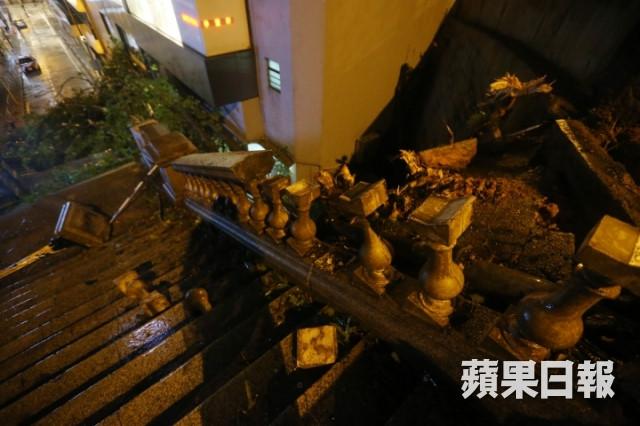 Điểm quay phim của Châu Tinh Trì và TVB bị bão Mangkhut đánh sập Ảnh 7