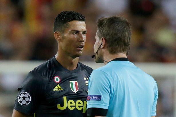 Trọng tài Felix Brych đã nói gì khi rút thẻ đỏ với Ronaldo? Ảnh 1