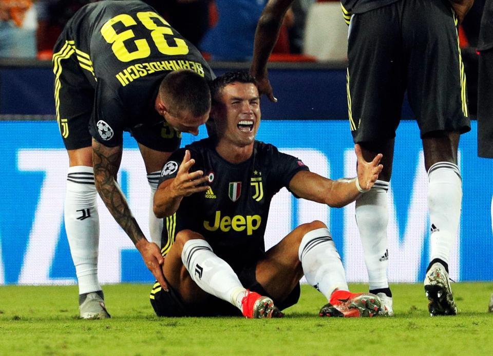 UEFA họp 'xử' thẻ đỏ của Ronaldo Ảnh 2