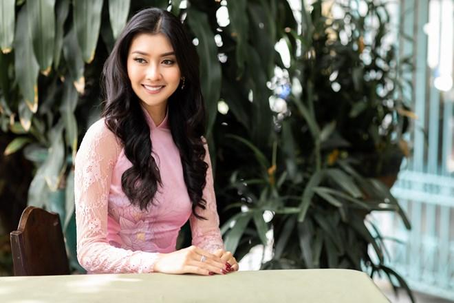 Hoa hậu Quốc tế 2017 đẹp hút hồn trong tà áo dài Việt Nam Ảnh 7