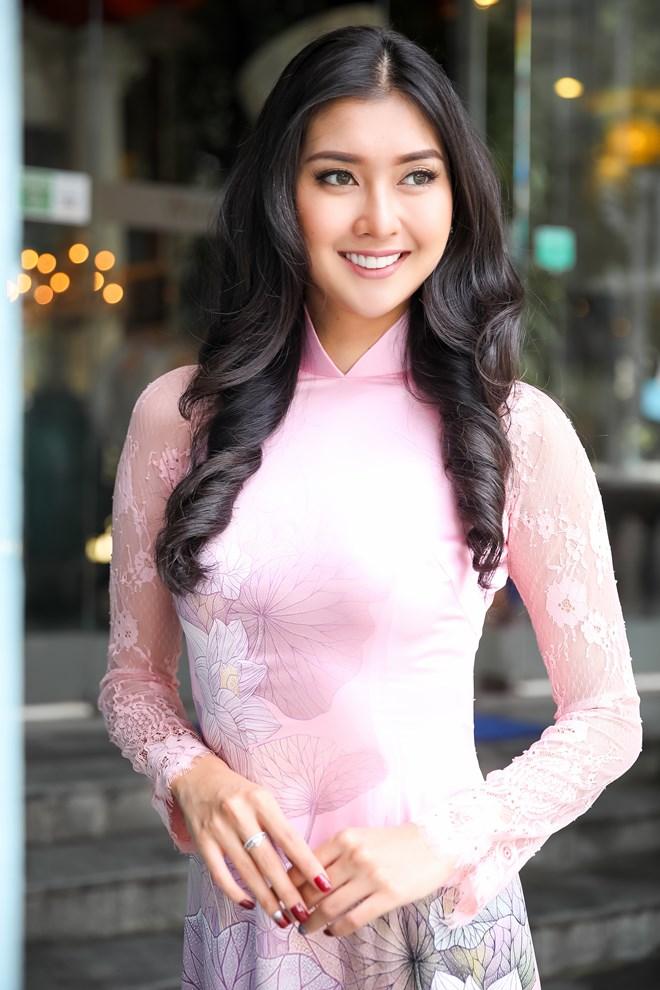 Hoa hậu Quốc tế 2017 đẹp hút hồn trong tà áo dài Việt Nam Ảnh 5