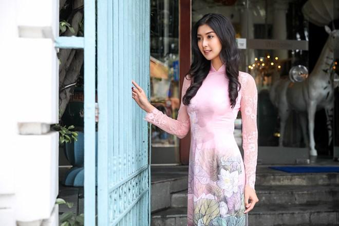 Hoa hậu Quốc tế 2017 đẹp hút hồn trong tà áo dài Việt Nam Ảnh 2