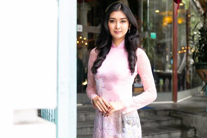Hoa hậu Quốc tế 2017 đẹp hút hồn trong tà áo dài Việt Nam Ảnh 3