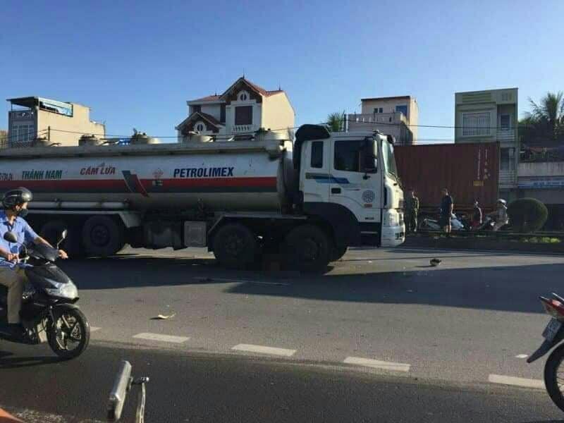 Hải Phòng: Hai thanh niên chết thảm do va chạm với xe chở xăng dầu Ảnh 1