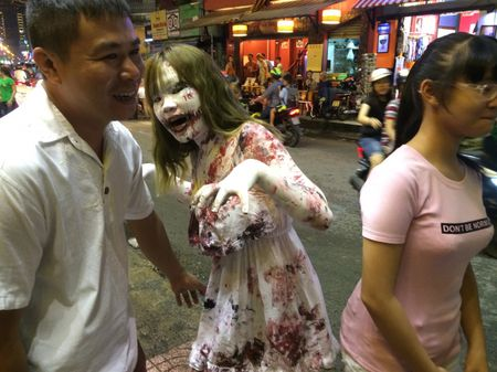 Thay ma Halloween nao dong pho Tay TP.HCM - Anh 6