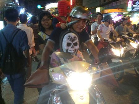 Thay ma Halloween nao dong pho Tay TP.HCM - Anh 7
