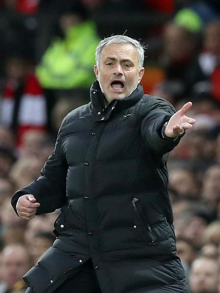 Mourinho 'ngo lo' luong khung cua dai gia Trung Quoc - Anh 3