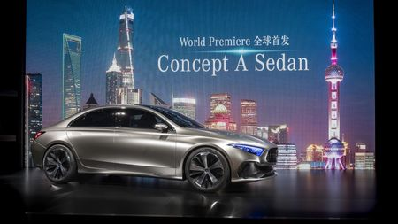 Can canh Mercedes-Benz Concept A sedan - Anh 1