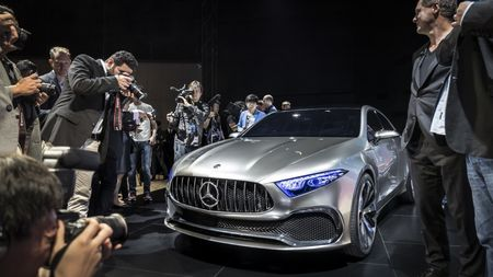 Can canh Mercedes-Benz Concept A sedan - Anh 3