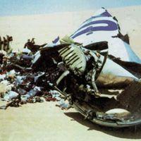 Ngày này nm xa: Máy bay b gài bom n tung trên sa mc Sahara