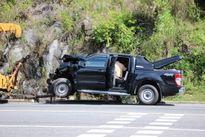 Xe bán tải lấn làn đường, đâm trực diện xe khách, 6 người bị thương