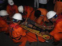 Đà Nẵng: Đưa ngư dân gặp nạn trên biển khi đang đánh bắt vào đất liền cấp cứu