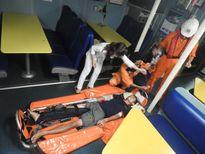 Một thuyền viên bị tời cuốn gãy chân tay trên biển