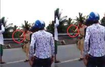 Cảnh sát chĩa súng vào người vi phạm giao thông: Không sai, nhưng chưa cần thiết