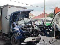 Đầu xe tải 'biến mất' sau va chạm khủng khiếp, 1 người tử vong