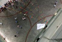 Nam sinh tử vong trong sân trường nghi bị bê tông rơi trúng đầu