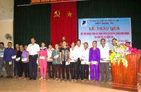 VNPT hỗ trợ cho người dân có hoàn cảnh khó khăn do bão số 10 gây ra tại Quảng Trị