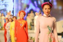 Thời trang kết hợp với ánh sáng 3D tại phố Nguyễn Huệ