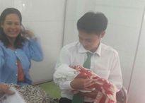 Nam Định: Tài xế taxi đỡ đẻ 'mẹ tròn con vuông' cho sản phụ 'đẻ rơi' trên xe