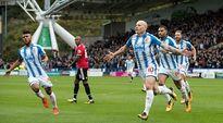 Huddersfield 1-2 Man Utd: Khi Quỷ mất phép