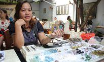 'Đột nhập' những khu chợ đồ quý bày bán như rau