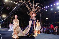 Võ Hoàng Yến, Kim Dung 'càn quét' sàn diễn đêm khai mạc Fashionnology