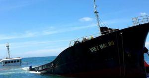 Tàu chở 3.000 tấn thép chìm ở biển: 21.000 lít dầu bị 'bốc hơi'
