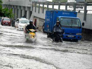 Hé lộ nguyên nhân 'quái vật' hút nước 'bó tay' khiến phố Sài Gòn thành sông