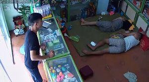 Chủ tiệm thuốc ngủ say, khách nổi lòng tham lẻn vào trộm ví