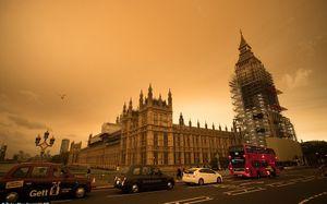 'Mặt Trời máu' nhuộm đỏ bầu trời nước Anh trước siêu bão Ophelia