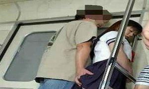 Nữ sinh tái mặt vì bị quấy rối trên xe bus