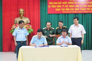 Bộ Quốc phòng chính thức bàn giao hơn 7.300m2 đất ở sân bay cho TP.HCM