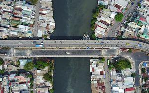 Thông xe cầu mới xây dựng trên cầu hơn 90 tuổi ở Sài Gòn