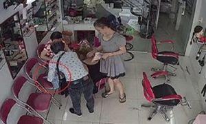 Vờ tiếp thị, trộm điện thoại như ảo thuật ngay trước mặt cô gái