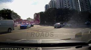 'Ô tô ma' bất thình lình xuất hiện gây tai nạn trên phố