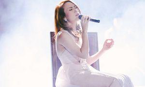 Mỹ Tâm rơi nước mắt trong lần đầu thể hiện bản hit triệu view